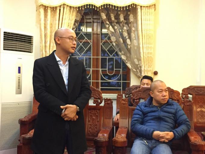 Nhà báo Vũ Quang - Thư ký Toà soạn điện tử Pháp luật Plus chia sẻ với lãnh đạo UBND huyện Hiệp Hoà.