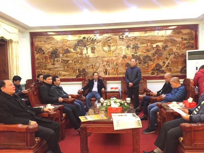 Ông Nguyễn Văn Chính - PCT thường trực UBND huyện Hiệp Hoà (đứng) trân trọng cảm ơn các Nhà báo đã đồng hành cùng huyện Hiệp Hoà trong thời gian qua.