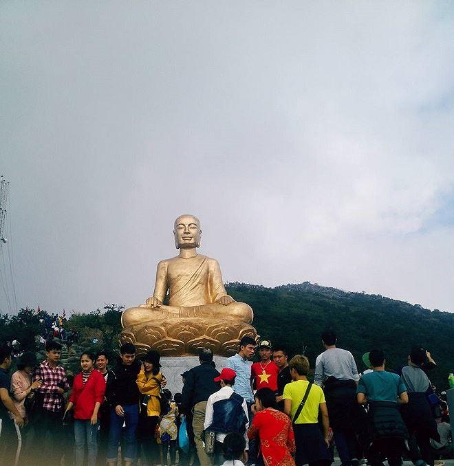 Tượng đồng Phật hoàng Trần Nhân Tông
