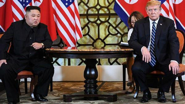 Ông Trump và ông Kim tại hội nghị.