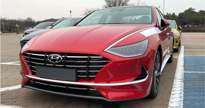Đầu tháng 3 vừa qua, Hyundai Motors đã chính thức công bố thông tin cũng như hình ảnh của Sonata hoàn toàn mới. Hãng xe Hàn cũng sẽ chính thức trưng bày mẫu xe này tạitriển lãm ô tô quốc tế New York khai mạc ngày 19 tháng 4 tới. Bắc Mỹ được xem như là thị trường quan trọng thứ 2 của mẫu xe này sau quê nhà Hàn Quốc.
