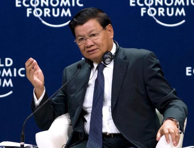 Thủ tướng Thongloun Sisoulith phát biểu tại phiên thảo luận của Diễn đàn Kinh tế Thế giới ở Việt Nam năm 2018. (Ảnh: AFP)