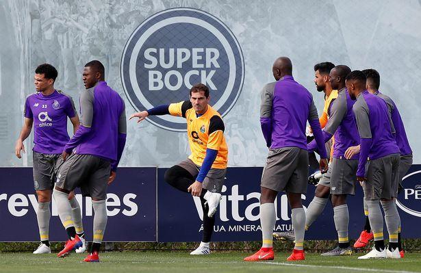 Iker Casillas đang tập luyện thì bị lên cơn đau tim, phải nhập viện trong tình trạng nguy hiểm.