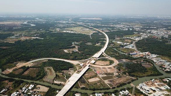 Dự án cao tốc Trung Lương  - Mỹ Thuận đã giải phóng mặt bằng và bàn giao được 50,68 km trong tổng chiều dài tuyến đường hơn 51 km, đạt trên 98,84%.