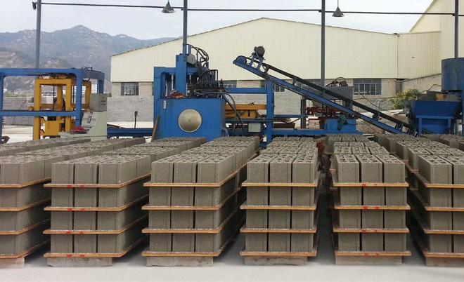 Doanh nghiệp sản xuất gạch không nung. Ảnh minh hoạ