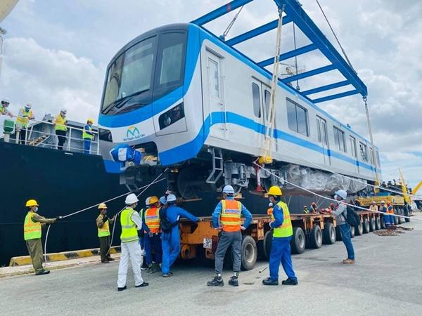 Tuyến metro số 1 đang bị chậm tiến độ, chủ đầu tư đề xuất kéo dài thời gian hoàn thành đến cuối năm 2023, đầu năm 2024. Ảnh: ĐÀO TRANG