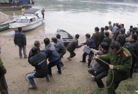 Vụ đắm thuyền khiến 9 người thiệt mạng xảy ra ngày 12/01/2011 tại tổ 22, phường Hưng Thành, TP Tuyên Quang.