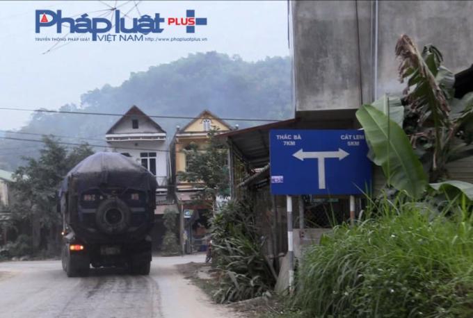 Xe có ngọn rẽ theo hướng Thác Bà về Tuyên Quang.