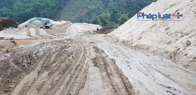 Hàng ngàn khối cát không rõ nguồn gốc trên bãi không phép.