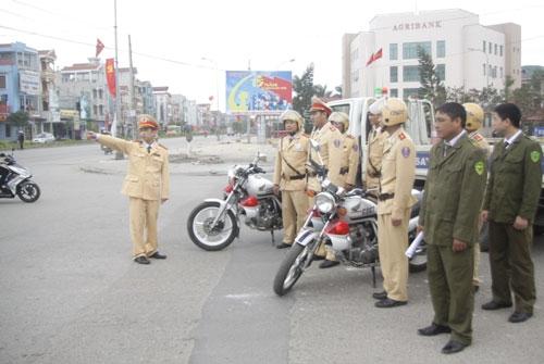 Lực lượng CSGT huyện Tiên Du triển khai phương án phân luồng giao thông phục vụ lễ hội Lim