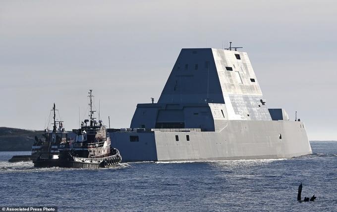 Với chiều dài hơn 180m, lượng giãn nước 15.000 tấn, đây là tàu khu trục lớn nhất từng được đóng cho quân đội Mỹ.
