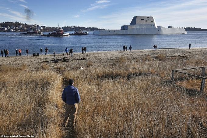 """Mức giá """"khủng"""" 4,4 tỷ USD để đóng chiến hạm này cũng gây """"sốc"""" không kém dáng vẻ đồ sộ của con tàu."""