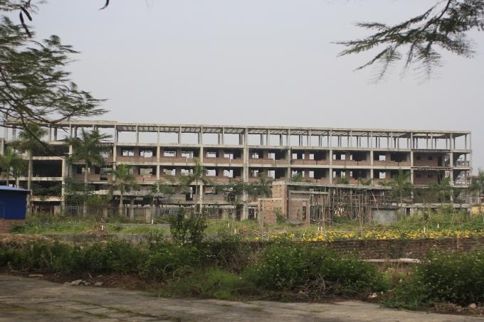 Theo đúng kế hoạch dự án sẽ phải được hoàn thành vào năm 2012, với quy mô 66 phòng học, cùng các phòng chức năng, thư viện, khu thể thao, ký túc xá cho những học sinh ở xa, đáp ứng nhu cầu học của 2.000 em.
