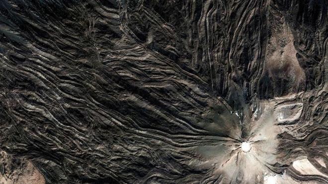 Núi lửa Pico del Teide cao 3.718 m, ngọn núi cao nhất Tây Ban Nha.