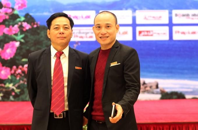ÔngVũ HoàngDiệp,Phó tổng biên tậpbáo Pháp luật Việt Nam và Tổng thư ký toà soạn PhapluatPlus.vn Phạm Quốc Cường tại buổi lễ.