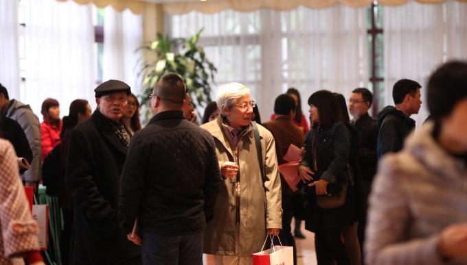 Mặc dù mưa lạnh nhưng ngay từ sớm, rất nhiều cộng tác viên khắp mọi miền tổ quốc đã về dự buổi lễ.