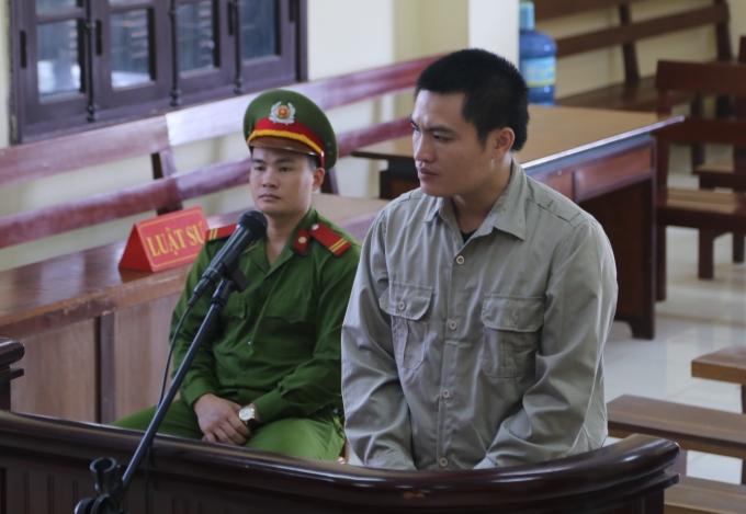 Bị cáoLương Trường Chinh trước vành móng ngựa(Ảnh: X.Thái)