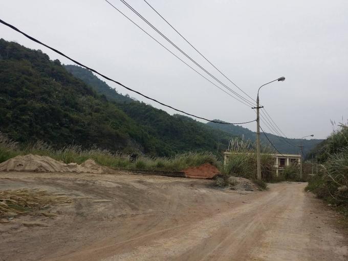 Theo ghi nhận của PV, hiện nhà máy xi măng Bắc Kạn đã tạm dừng hoạt động và không hề có lực lượng bảo vệ.