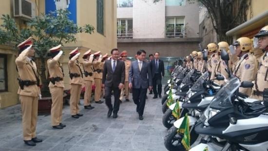 Chủ tịch UBND TP. Hà Nội Nguyễn Đức Chung chúc tết đầu năm lực lượng CSGT CATP.