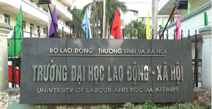 Hàng nghìn sinh viên trường Đại học Lao động Xã hội bức xúc trước khoản
