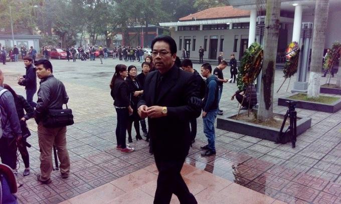 Nhiều diễn viên, nghệ sỹ đã có mặt tại nhà tang lễ Bộ Quốc phòng từ rất sớm để chuẩn bị vào viếng ca sỹ, nhạc sỹ Trần Lập.
