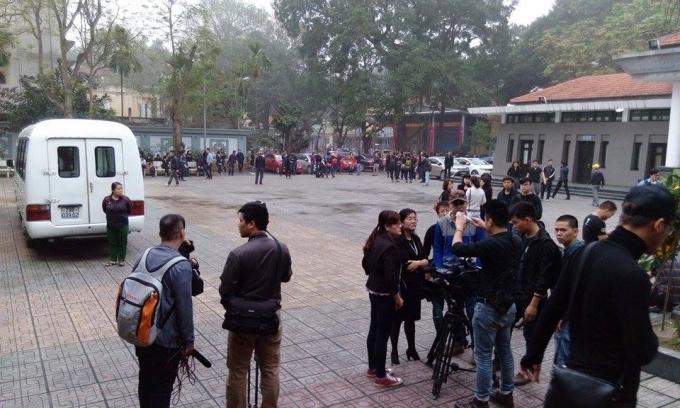 Đông đảo phóng viên có mặt tác nghiệp tại lễ viếng ca sỹ, nhạc sỹ Trần Lập.