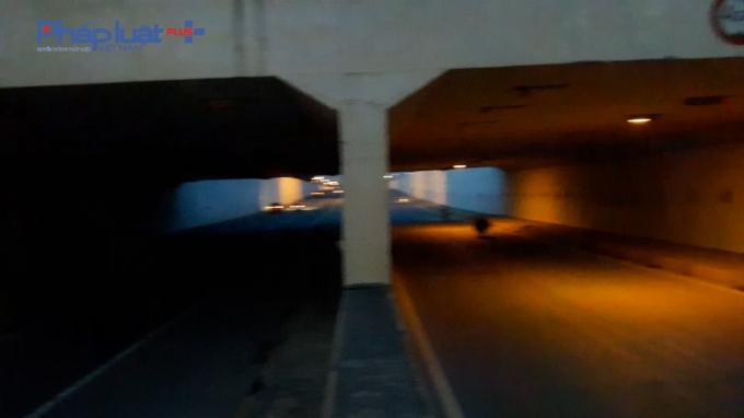 Cả ngày lẫn đêm, hệ thống chiếu sáng gần như bị đắp chiếu hoàn toàn, đơn vị quản lí có dấu hiệu coi thường tính mạng nhân dân Thủ đô?