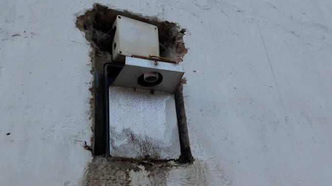 Hàng loạt hệ thống bóng điện, thiết bị chiếu sáng bị hư hỏng không được thay thế.