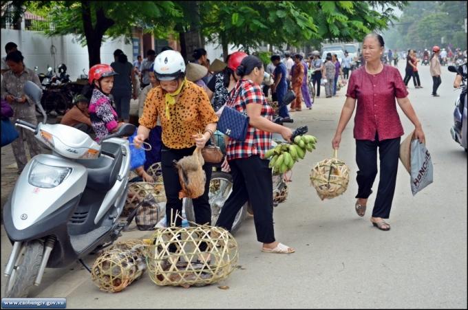 Một góc chợ phiên ngày tết (Ảnh: caobangtv).