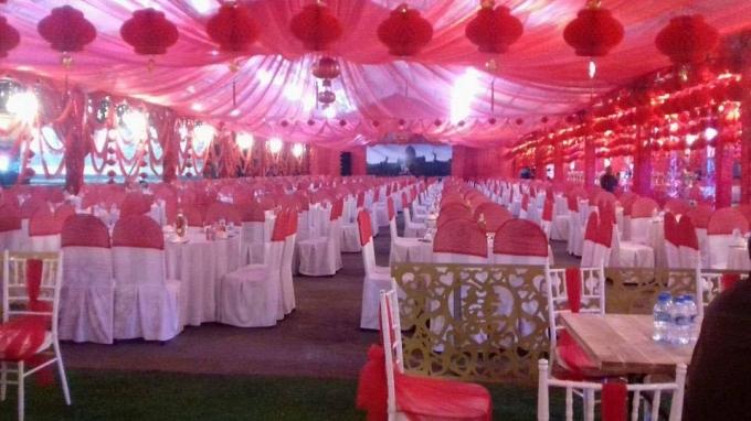Việc đám cưới được tổ chức một cách khoa trương trong ngày Quốc tang khiến dư luận bức xúc.