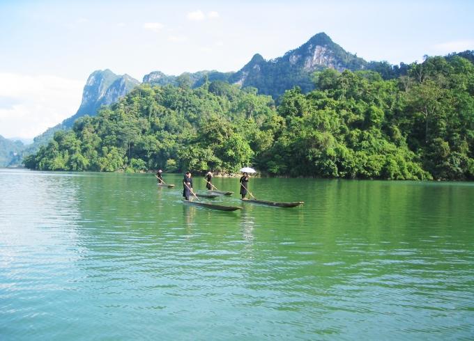 Hồ Ba Bể luôn hấp dẫn đối với du khách mỗi khi đến Bắc Kạn.