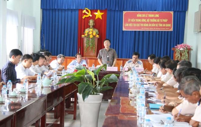 Bộ trưởng Bộ Tư pháp cùng Đoàn công tác Bộ Tư pháp làm việc với Cục THADS An Giang.