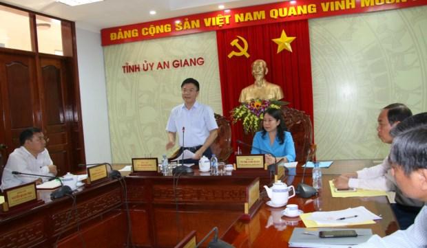 Bộ trưởng Bộ Tư pháp Lê Thành Long tại buổi làm việc với thường trực Tỉnh ủy, HĐND, UBND tỉnh An Giang.