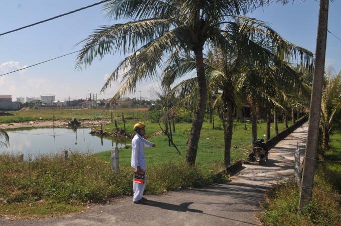Hai thửa đất nằm trong tổng diện tích 2.750 m2 của ông Hoa đã được UBND huyện cấp bìa đỏ vào các năm 2003 và 2006.