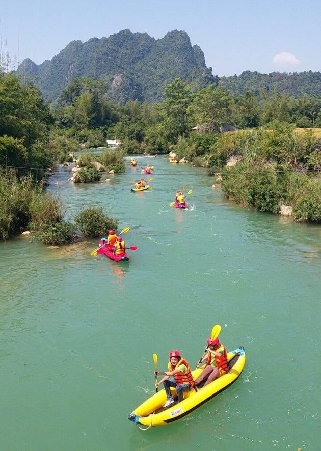 Năm nay Lễ hội còn có chương trình chèo thuyền Kazac trên sông Quây Sơn (sông tạo ra Thác Bản Giốc).