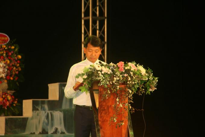 Ông Nguyễn Mạnh Hùng, Phó Chủ tịch UBND huyện Trùng Khánh điều hành lễ Khai mạc.