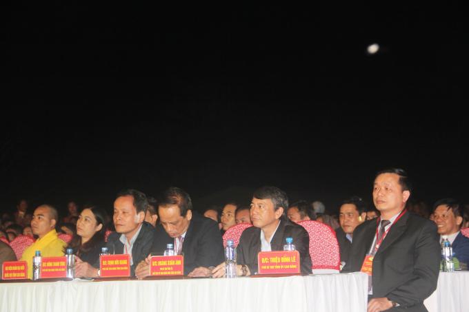 Các Đại biểu đến tham dự lễ khai mạc.