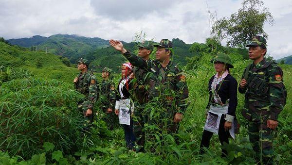 Gặp những người lính áo xanh ở nơi con sông Hồng chảy vào đất Việt