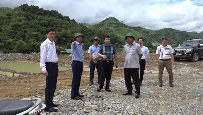 Chủ tịch Uỷ ban nhân dân tỉnh Lào Cai ông Đặng Xuân Phongtrong một chuyến đi làm việc tại cơ sở.