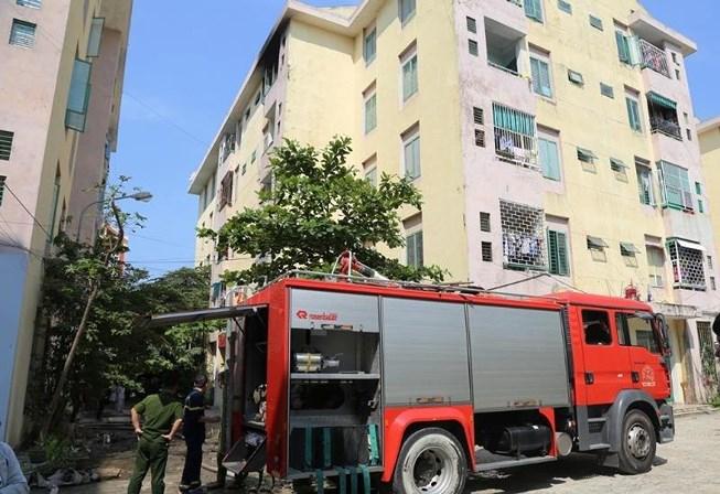 Hỏa hoạn tại chung cư, phá nhầm cửa nhà hàng xóm để... dập lửa