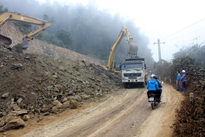 Dự án đường 254 hiện thi công hơn 50% khối lượng, đồng nghĩa với việc hàng nghìn m3 đất thải đã được nhà thầu đổ không đúng thiết kế được duyệt.