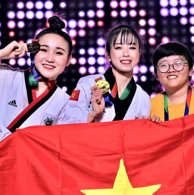 Châu Tuyết Vân có nhiều thành tích nổi bật trong sự nghiệp, từng liên tiếp giành 5 HCV ở Giải vô địch thế giới và 2 HCV giải châu Á. Tại giải Grand Prix Roma 2019 diễn ra hồi tháng 6, cô cùng các đồng đội đã mang về tấm HCV ở nội dung đồng đội quyền sáng tạo.