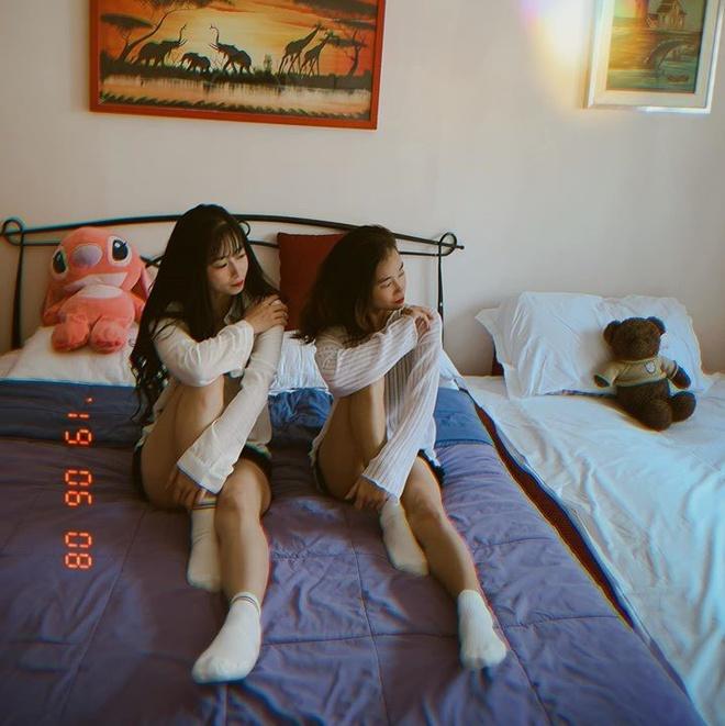 Mộng Quỳnh và Tuyết Vân là những người chị em thân thiết trong đội, thường xuyên tập luyện và đi thi đấu cùng nhau. Trước đó, tại Đại hội võ thuật thế giới được tổ chức ở Hàn Quốc, hai cô gái vàng đã cùng những đồng đội khác giành được HCV.