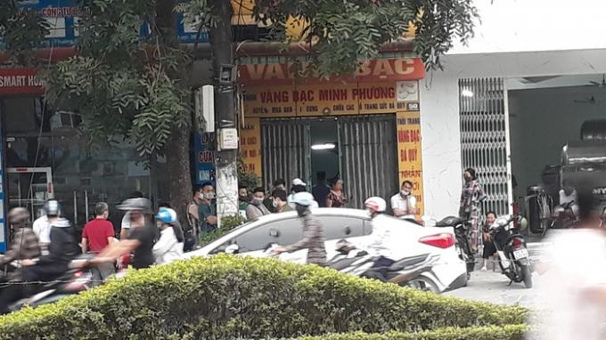 Lực lượng chức năng phong tỏa hiện trường tại số nhà 50 đường Quang Trung, thành phố Thanh Hóa.