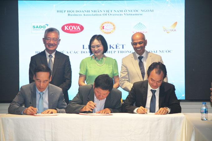 Tập đoàn sơn KOVA và SADO Group ký kết phát triển sơn KOVA tại Đức.