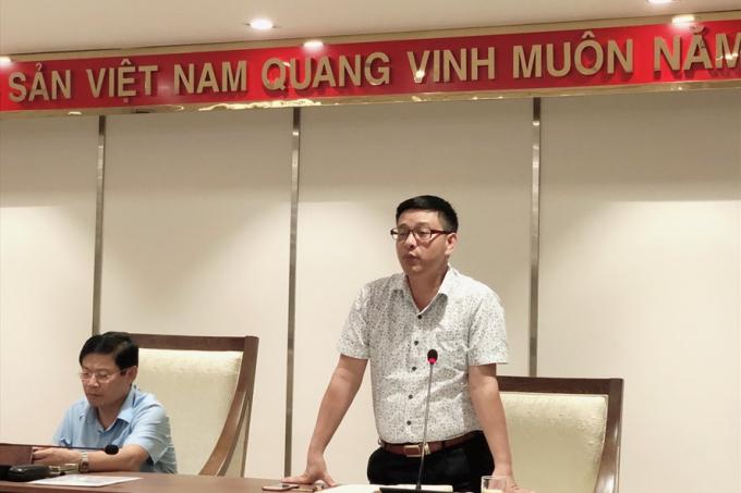 Ông Nguyễn Văn Hưng, Phó Chủ tịch UBND huyện Thanh Trì thông tin báo chí chiều 14.7. Ảnh: Nguyễn Hà.