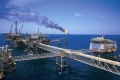 Tin kinh tế 7AM: Giá dầu thế giới tăng sốc, Việt Nam vẫn xuất giá rẻ, cắt sản lượng