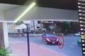 [Clip]: Hãi hùng cảnh một bé trai bị xe bán tải cuốn vào gầm