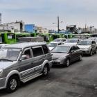 Đến từ sáng sớm, xếp hàng nửa ngày để đăng kiểm ôtô ở TP.HCM