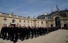Nước Pháp tôn vinh lính cứu hỏa tham gia chữa cháy Nhà thờ Đức Bà